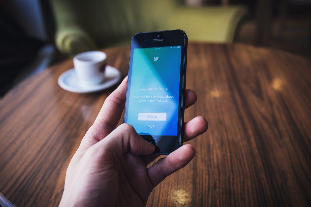Screen Social Media